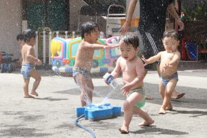 プール遊び(もも組)
